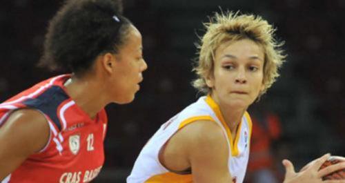 Saray Kadın Basketbol Takımı\'nın kaptanı Işıl Alben, Cim Bom ...